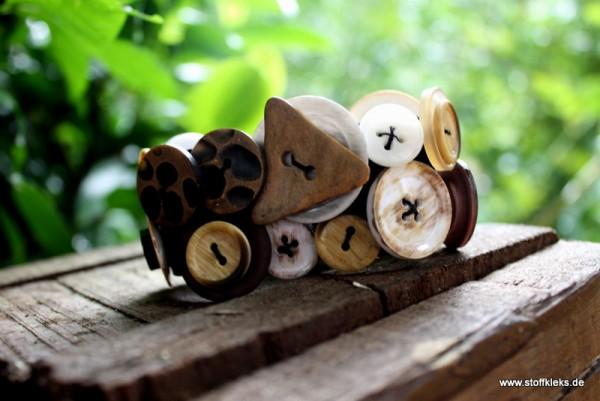 Knopfarmband von der Marke B.E.A. | naturfarbend