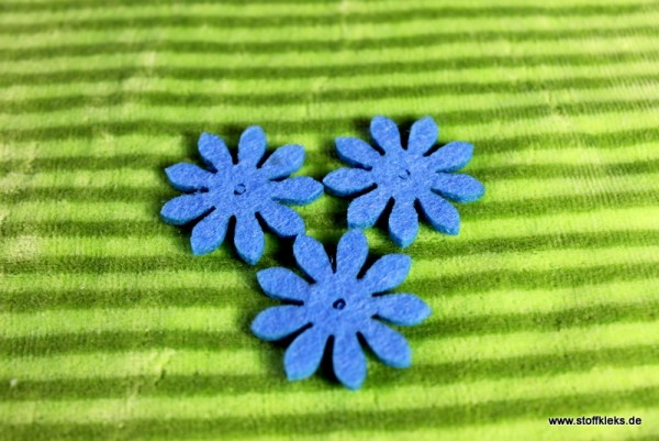 Filzapplikation | kleine Blume mit 9 Blüten | türkis