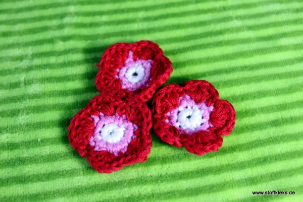 Applikation | Häckelblume | 35mm | rot/rosa/weiß