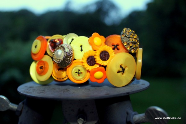 Knopfarmband von der Marke B.E.A. | gelb/orange
