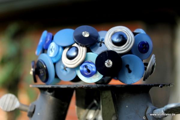 Knopfarmband von der Marke B.E.A. | blau