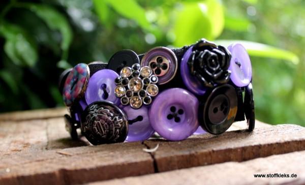Knopfarmband von der Marke B.E.A. | lila/schwarz