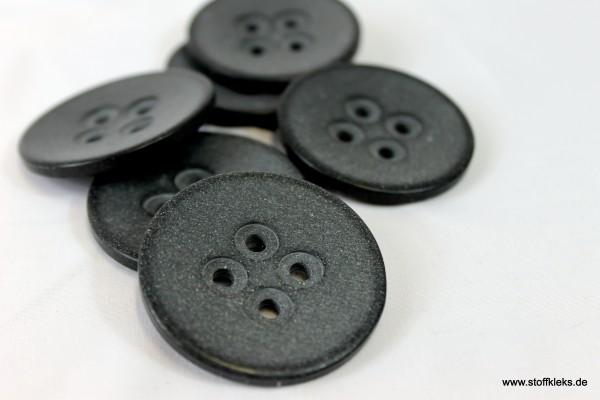 1 schwarzer Knopf | 4 Löcher | ca 4,5cm