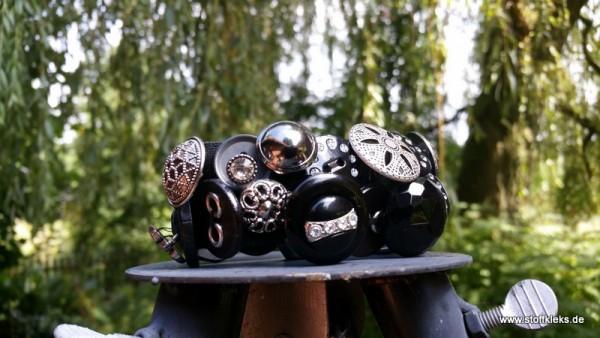 Knopfarmband von der Marke B.E.A. | schwarz