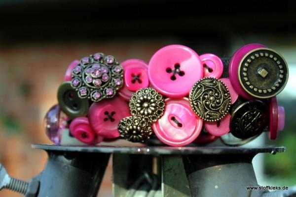 Knopfarmband von der Marke B.E.A. | pink/gold