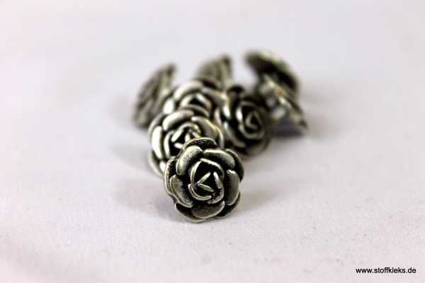 5 blumige Metallknöpfe mit Öse | ca 1,3cm