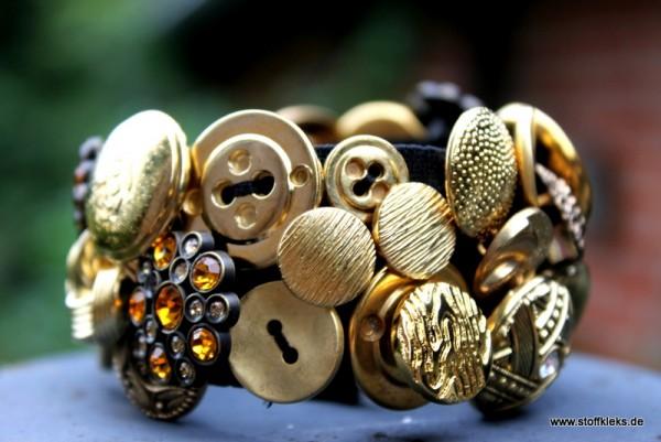 Knopfarmband von der Marke B.E.A. | gold