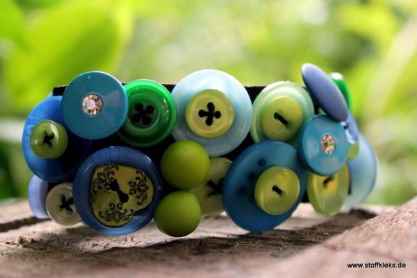 Knopfarmband von der Marke B.E.A. | grün/türkis