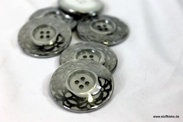 1 silberner Kunststoffknopf | 4 Löcher | ca 3,4cm