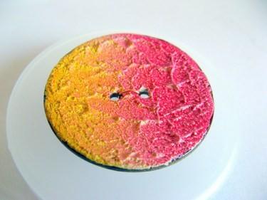 "Knopf | Kokosholz | handgefertigt | ""La Perla"" | Sommer | gelb/pink"