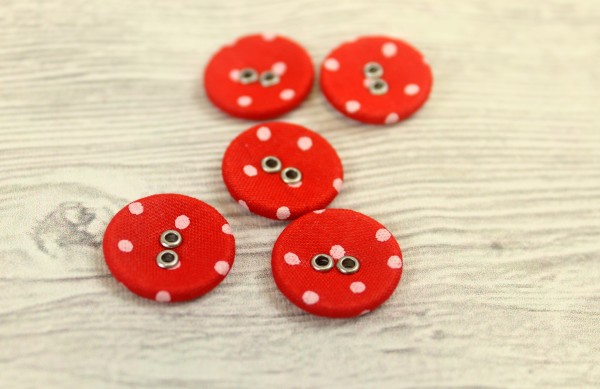 1 Knopf   Metall   Stoff überzogen   rot/weiss gepunktet   1,8cm