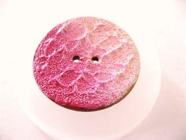 "Knopf | Kokosholz | handgefertigt | ""La Perla"" | Rosenduft | rosa/pink"